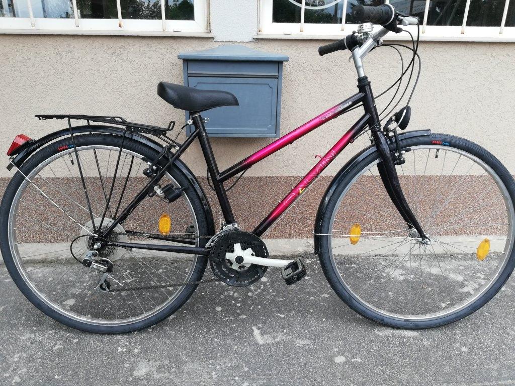 Jó állapotú CALVIN 28″ Női tekking kerékpár!