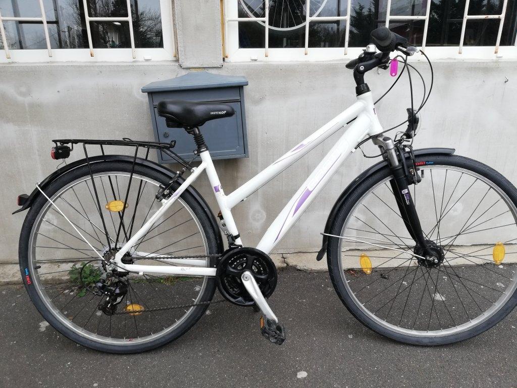 Újszerű GRATIA 28″ Női agydinamós aluvázas kerékpár!