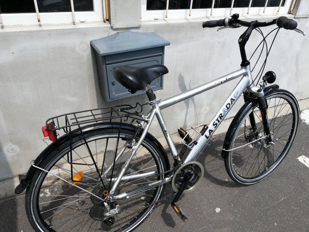 LA STRADA 28″ ffi aluvázas agydinamós kerékpár!
