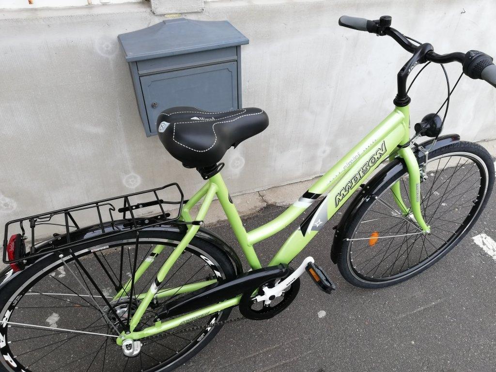 Új MADISON 28″ Női aluvázas agyváltós görgőfékes kerékpár!