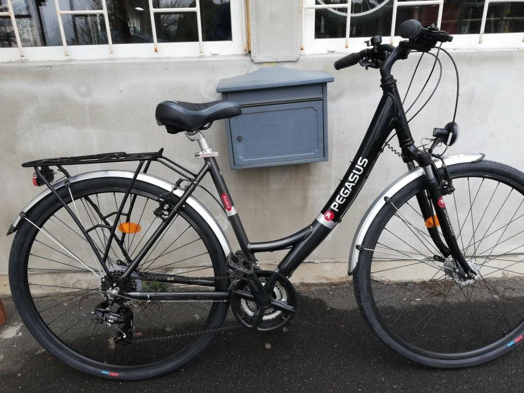 Újszerű PEGASUS PARIS 28″ Női aluvázas agydinamós kerékpár!